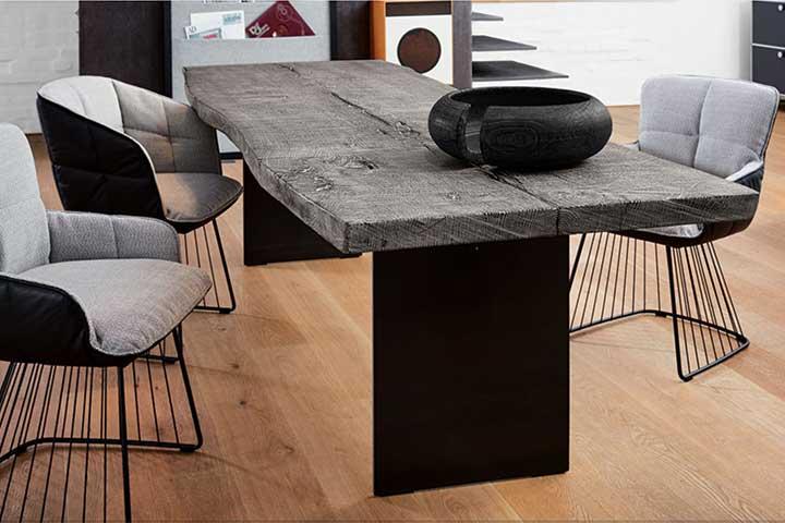 janua. Black Bedroom Furniture Sets. Home Design Ideas